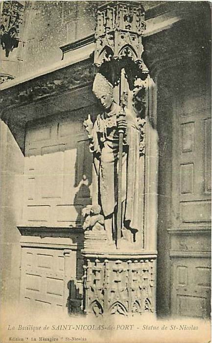 CPA Saint Nicolas de Port Statue