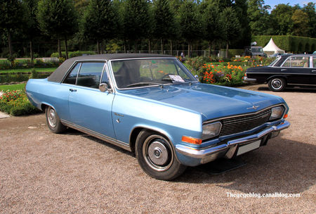 Opel_diplomat_type_A_V8_coup__de_1966__9_me_Classic_Gala_de_Schwetzingen_2011__01