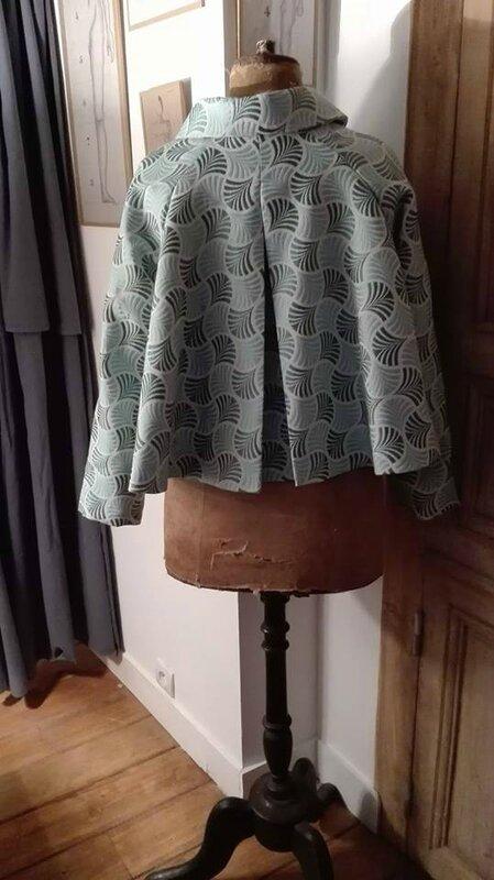 Veste VICTORINE en toile polyester turquoise - Doublure de satin gris perle (4)