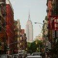 Au coeur de Chinatown, le repère au détour d'une rue : l'Empire State Building