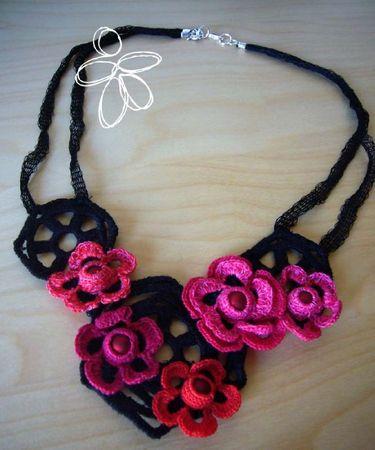 collier crochet guipure et tricot