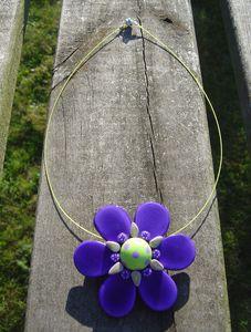 Collier_fleur_violette