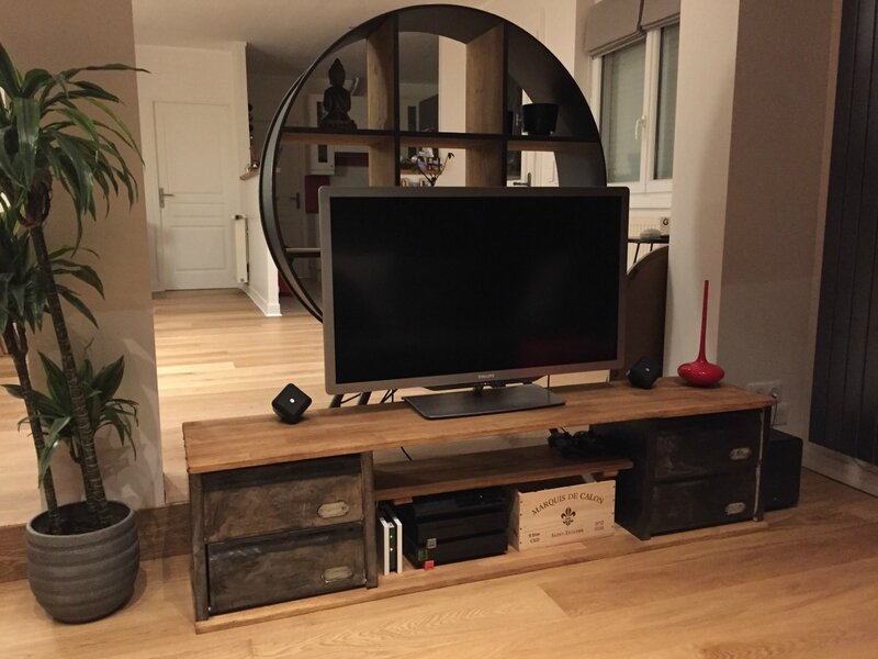 meuble tv industriel pour elise mis en place volp 39 art et mimi. Black Bedroom Furniture Sets. Home Design Ideas
