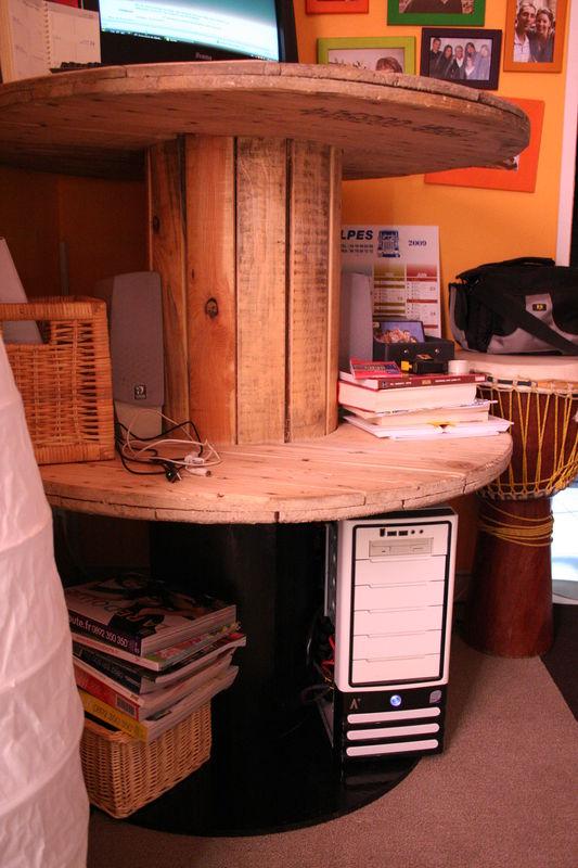 voil je vous prsente mon coin bureau with touret bois le bon coin. Black Bedroom Furniture Sets. Home Design Ideas