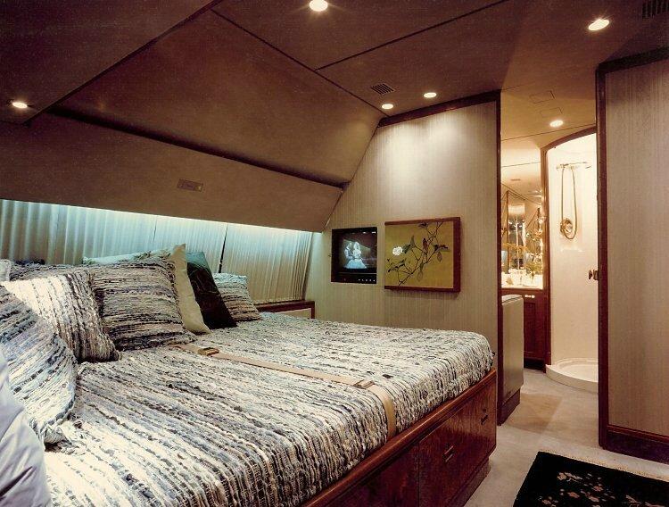 n220am-cabin-2