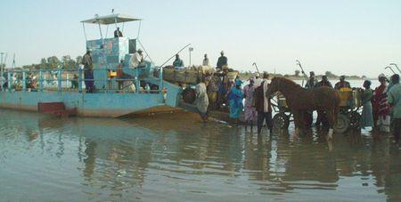 Embarquement des attelages au retour du marché 3 Fleuve Bani Mali