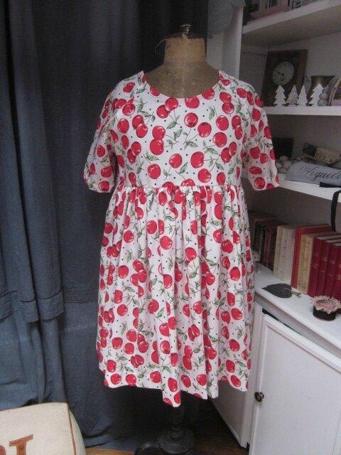 Robe RAYMONDE en coton blanc imprimé cerises - Tailles M-L (2)