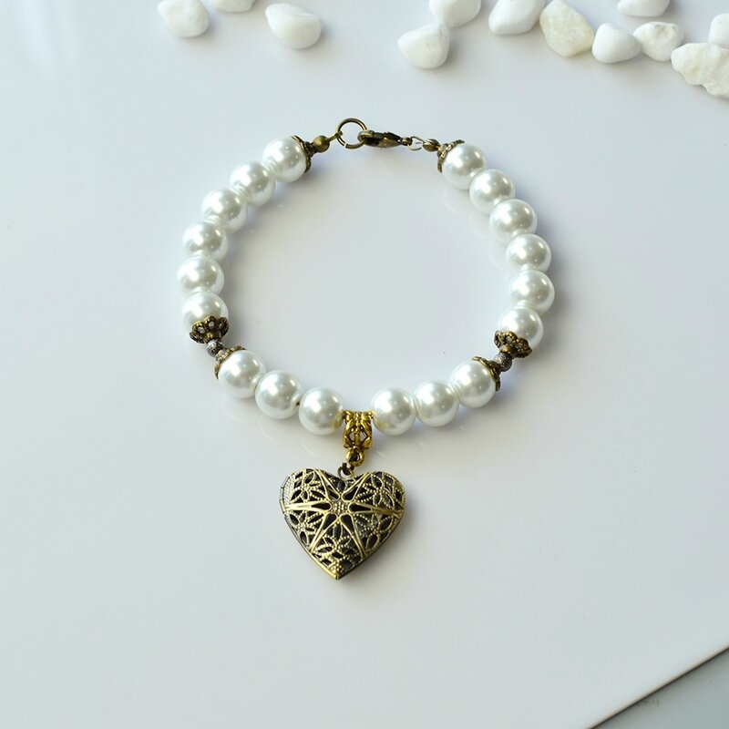 PandaHall-Easy-Tutorial-on-Fashion-Heart-Pendant-Glass-Pearl-Beads-Bracelet-3