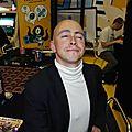 Adrian Rubinsky sur le stand du Dernier Bar