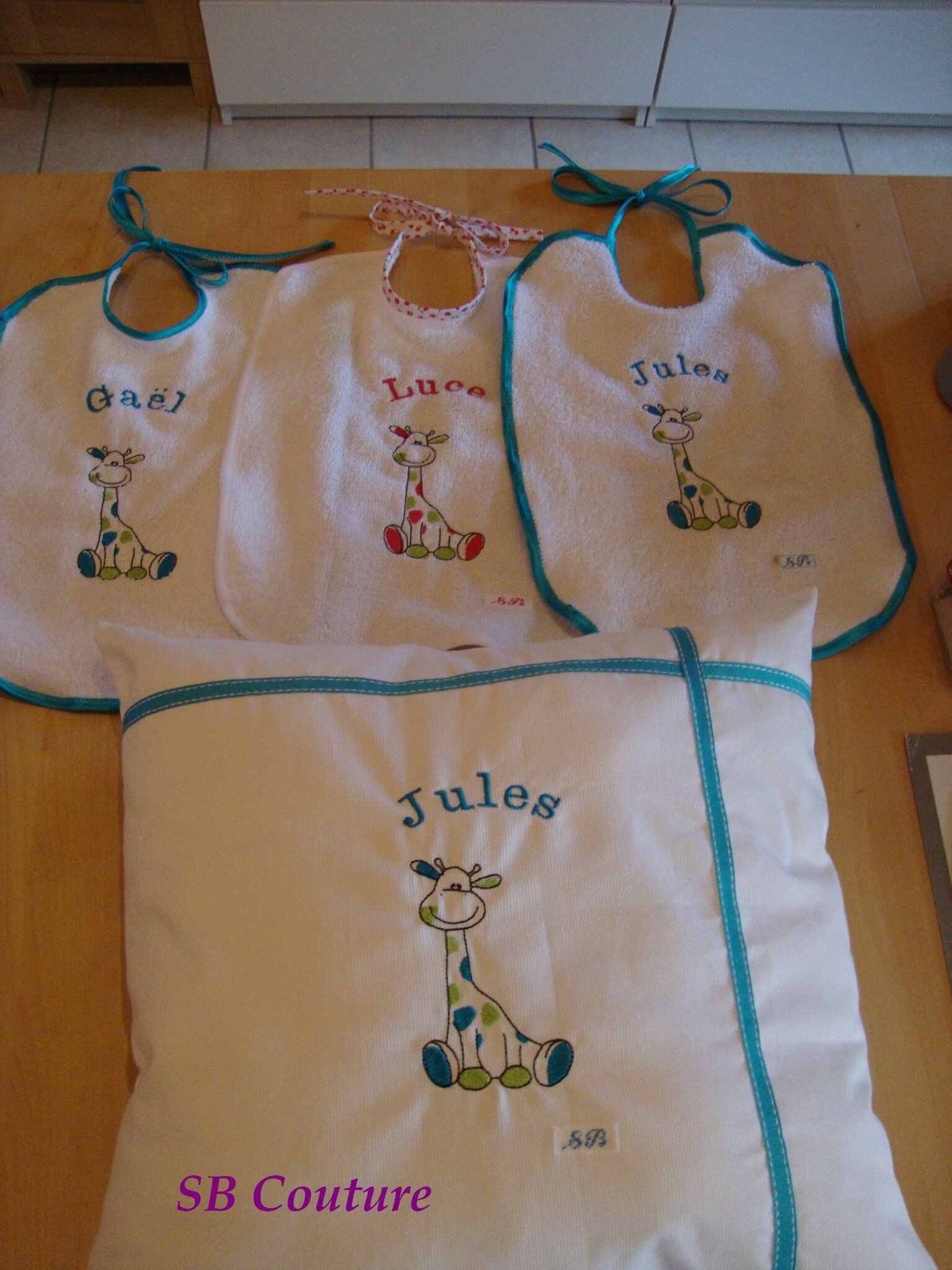 Ensemble broderies Girafe