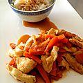 Wok de poulet aux carottes et au miel, riz thaï