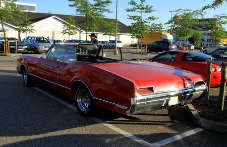 Oldsmobile_delmont_88_convertible_de_1967__Rencard_du_Burger_King_juin_2010__03