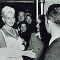 jayne-1957-10-11-paris-visit_soldiers_sailors