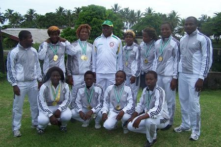 equipe de judo feminin en compagnie du Pr Fomethe -Recteur de l'universite de Dschang