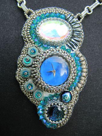 pendentifs et bracelet temps modernes 017