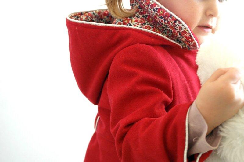 Manteau rouge Liberty porté_Chut Charlotte (11)