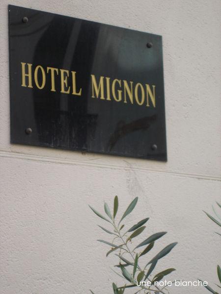 paris_RueCremieux_hotel_mignon