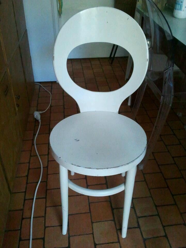 Chaise baumann blanche prix 20 euros chaise kikinenveu for Chaise 20 euros