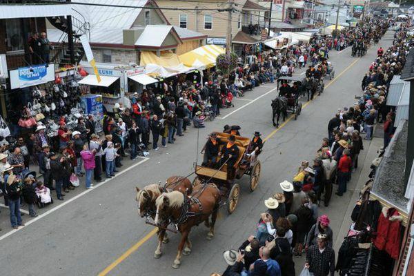 585791-grand-defile-festival-western-saint