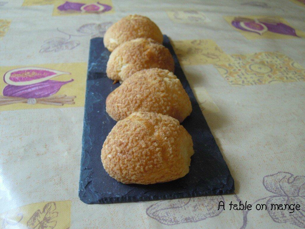 petits choux au craquelin a table on mange