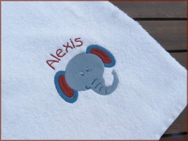 serviette brodée tête éléphant