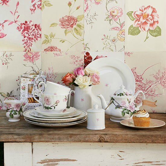 Shabby-chic-kitchen-with-floral-tiles