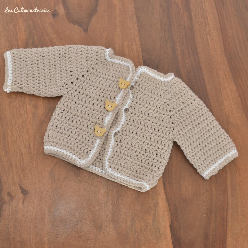 patron de gilet au crochet pour bebe sweater jeans and boots. Black Bedroom Furniture Sets. Home Design Ideas