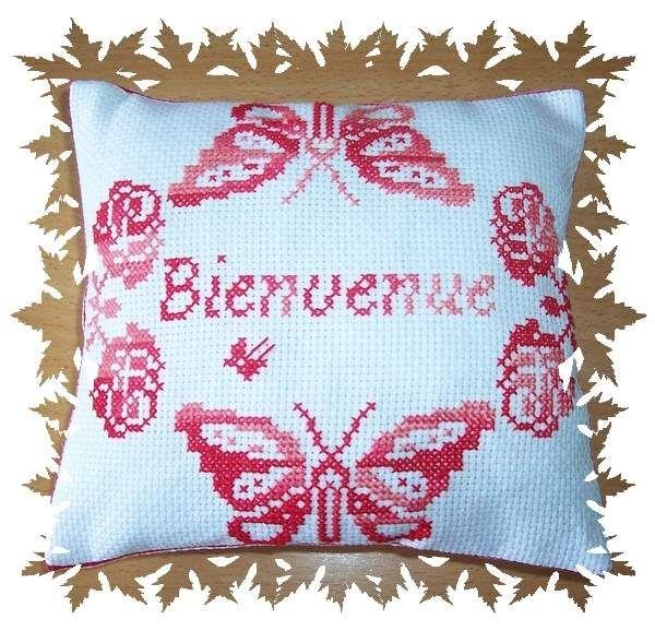 '' Bienvenue aux papillons '' brodé par Delphine R.