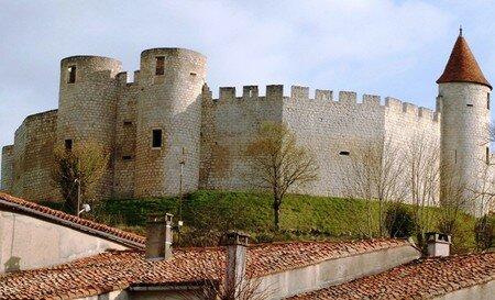 Villebois_Lavalette_le_chateau_Avril_2008__17_