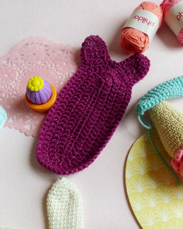 crochet-encours-lapin-marque-page-mymy-cracra