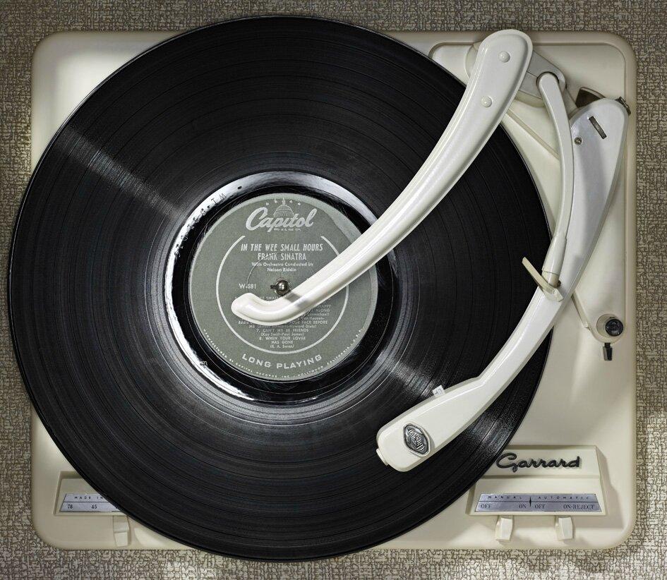 histoire du disque vinyle le premier 33 tours le premier maxi 45 tours disquaire vinyle. Black Bedroom Furniture Sets. Home Design Ideas