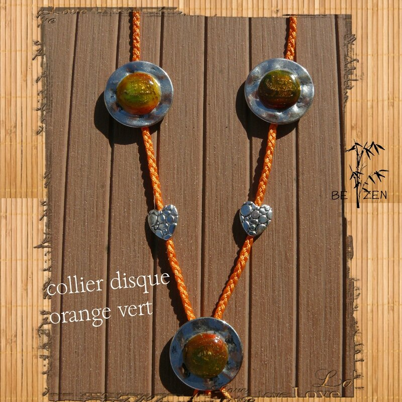 collier disque orange vert