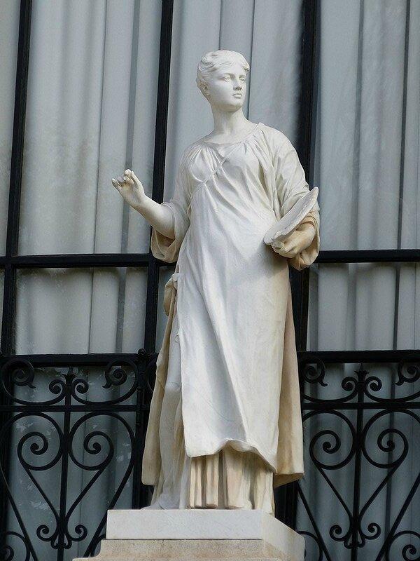 statue sur facade de galliera