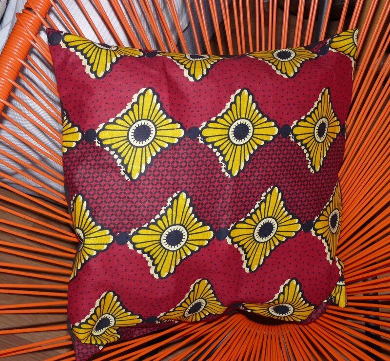 housse de coussin en tissu africain ou wax mod le mabo n n mode m tiss e pour enfants. Black Bedroom Furniture Sets. Home Design Ideas