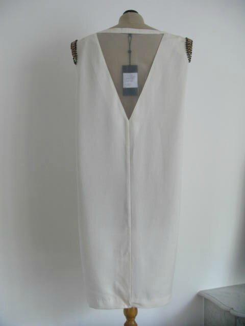 Robe blanche épaulée 4