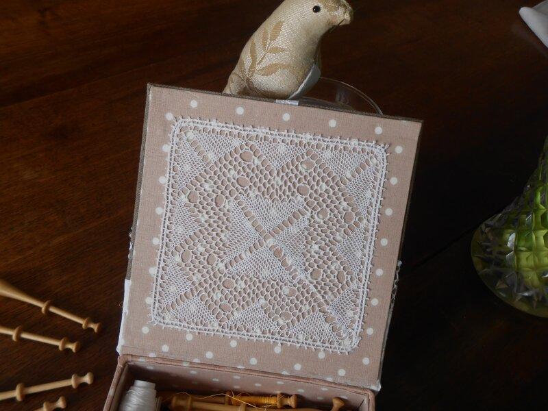 napperon carré boîte 1