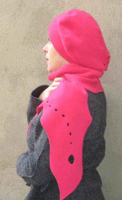 béret polaire rose grenadine et son écharpe