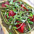 Pizza printanière au pesto de roquette à la ricotta, légumes verts et bresaola