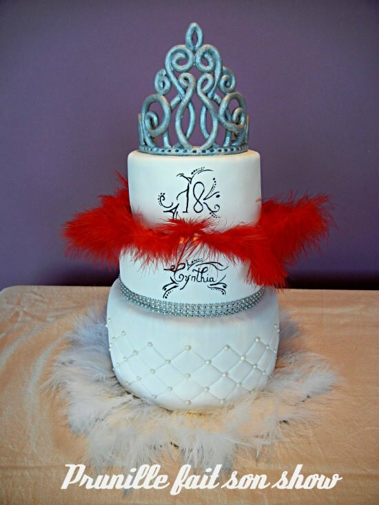 Wedding cake de princesse - glam and chic et plumes.
