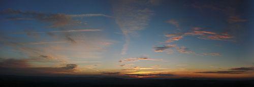 2008 08 11 Panorama du levé du soleil depuis le sommet du Pic du Lizieux à 6h39