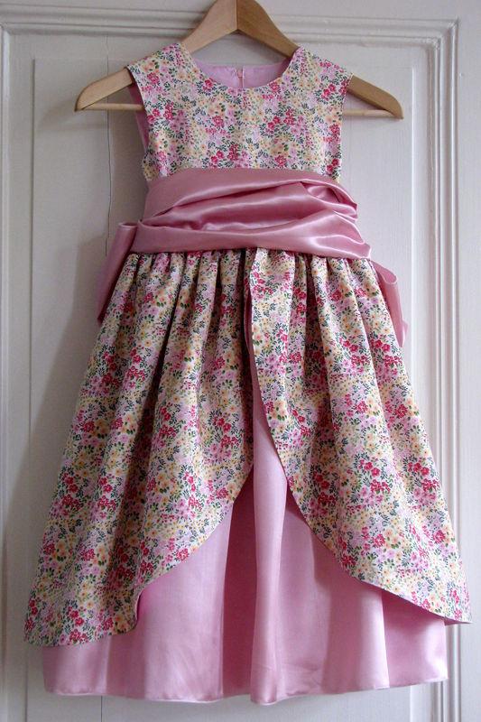 robe princesse petite fille patron. Black Bedroom Furniture Sets. Home Design Ideas