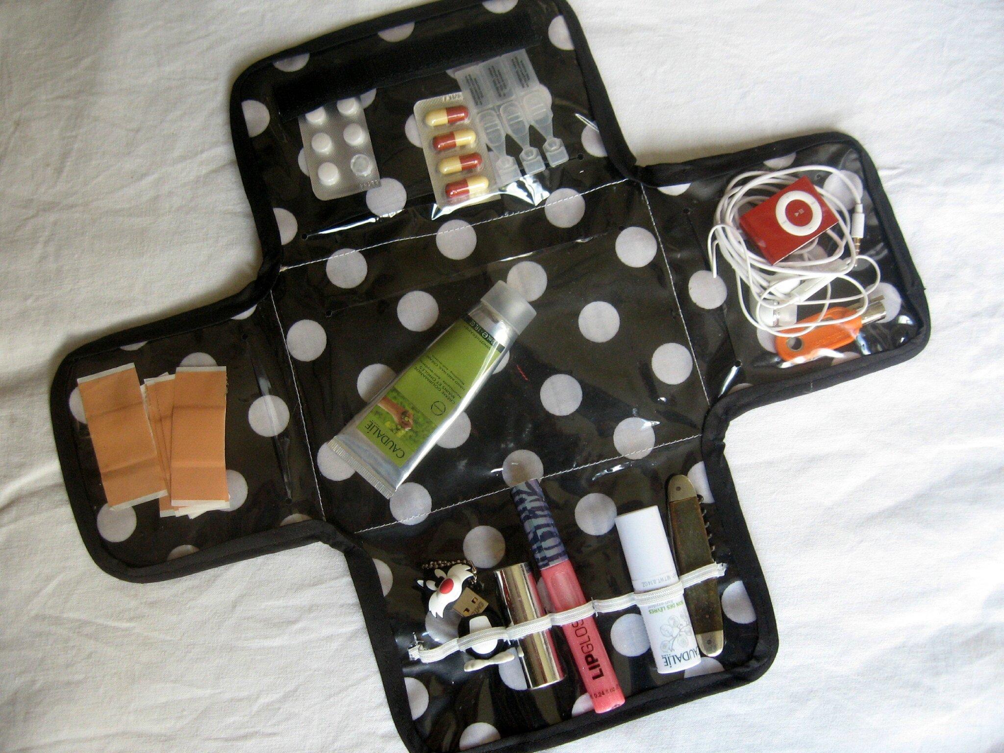 trousse de secours ou de rangement pour sac main l 39 atelier en bazar. Black Bedroom Furniture Sets. Home Design Ideas