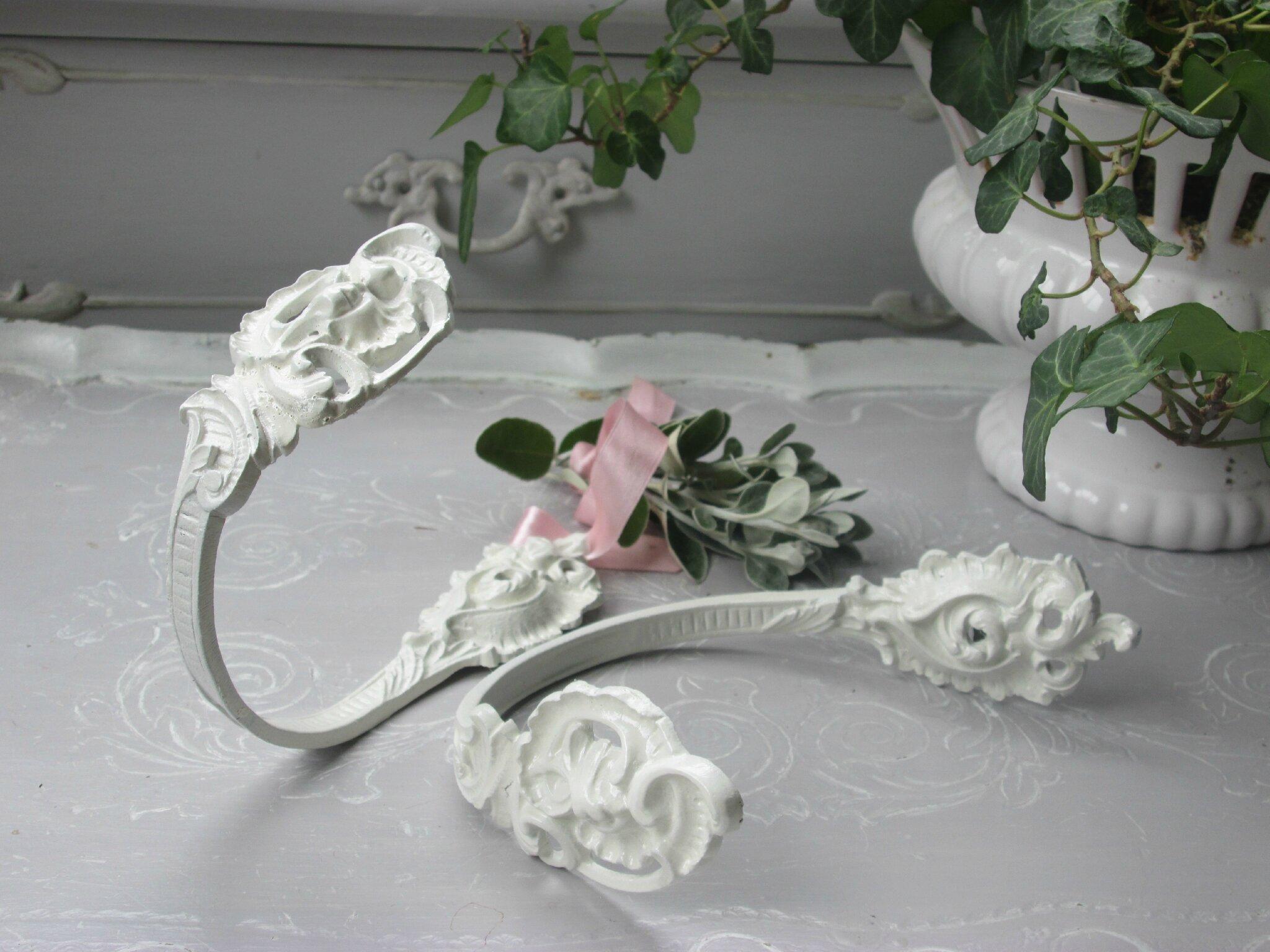 Ancienne paire de porte-embrasses en bronze patiné