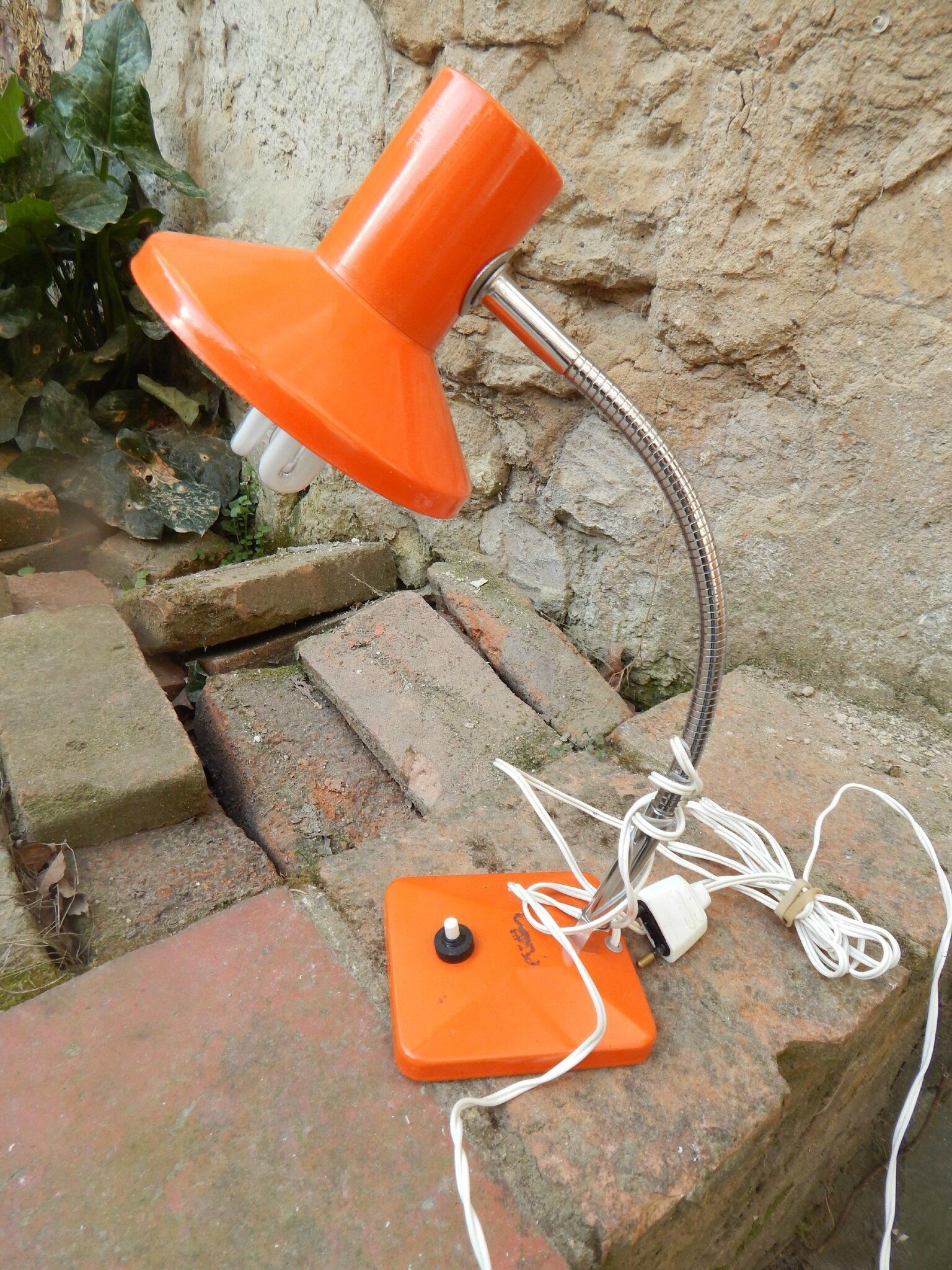 lampe de bureau vintage orange la petite brocanteuse. Black Bedroom Furniture Sets. Home Design Ideas
