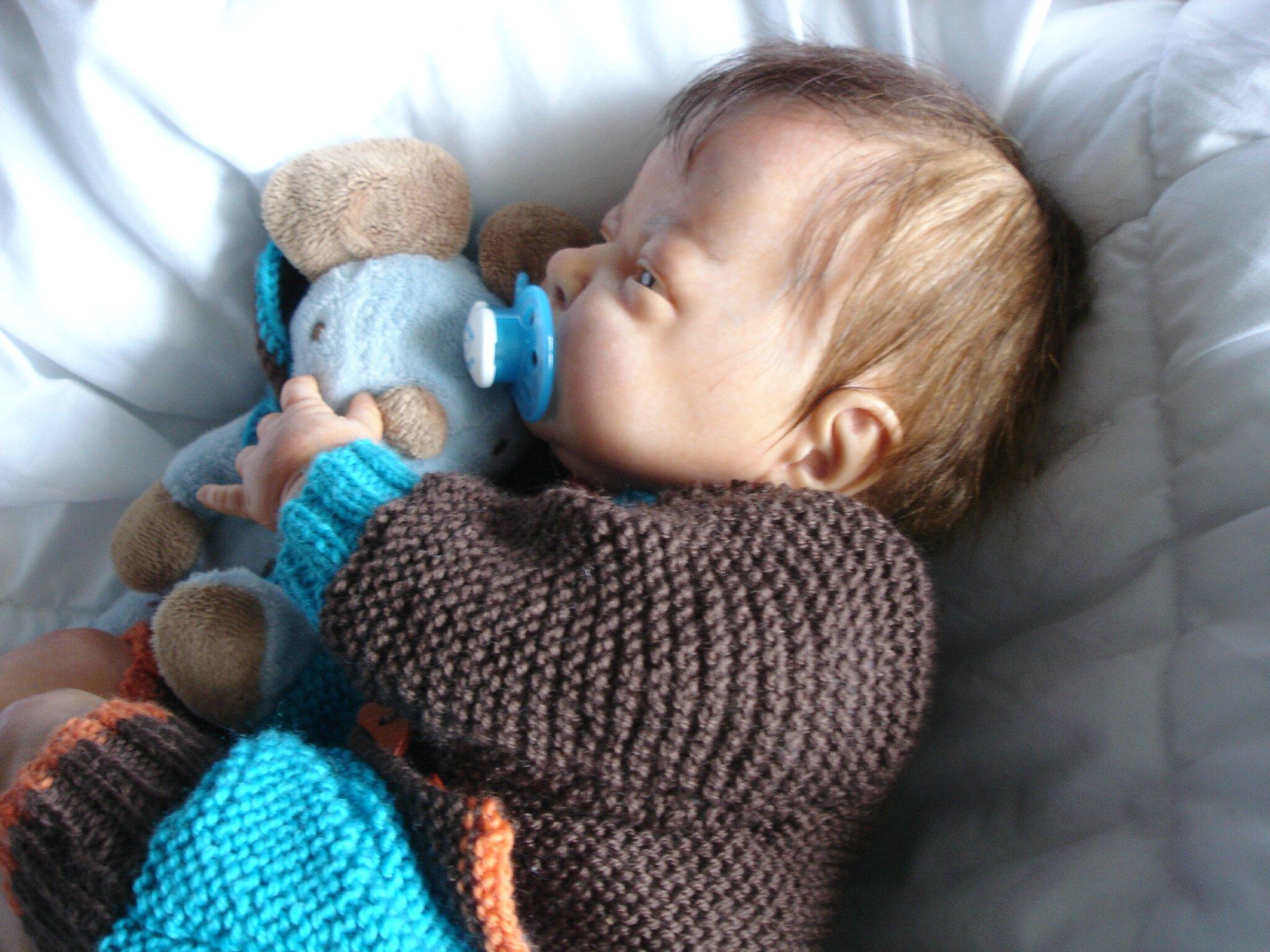 bebe reborn a vendre valentin bebe reborn a adopter la nurserie les papillons blancs. Black Bedroom Furniture Sets. Home Design Ideas