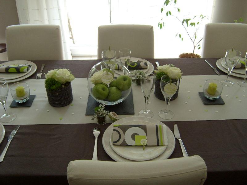 Table pomme verte graines de bonheur - Chemin de table taupe ...