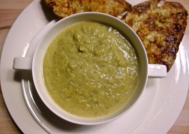 soupe de brocoli, tartines de cheddar