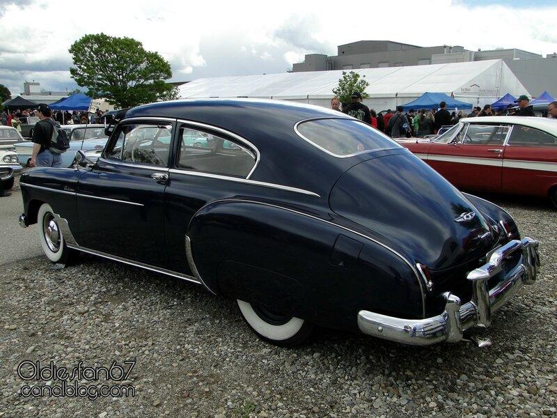 chevrolet-fleetline-deluxe-2door-sedan-1949-02