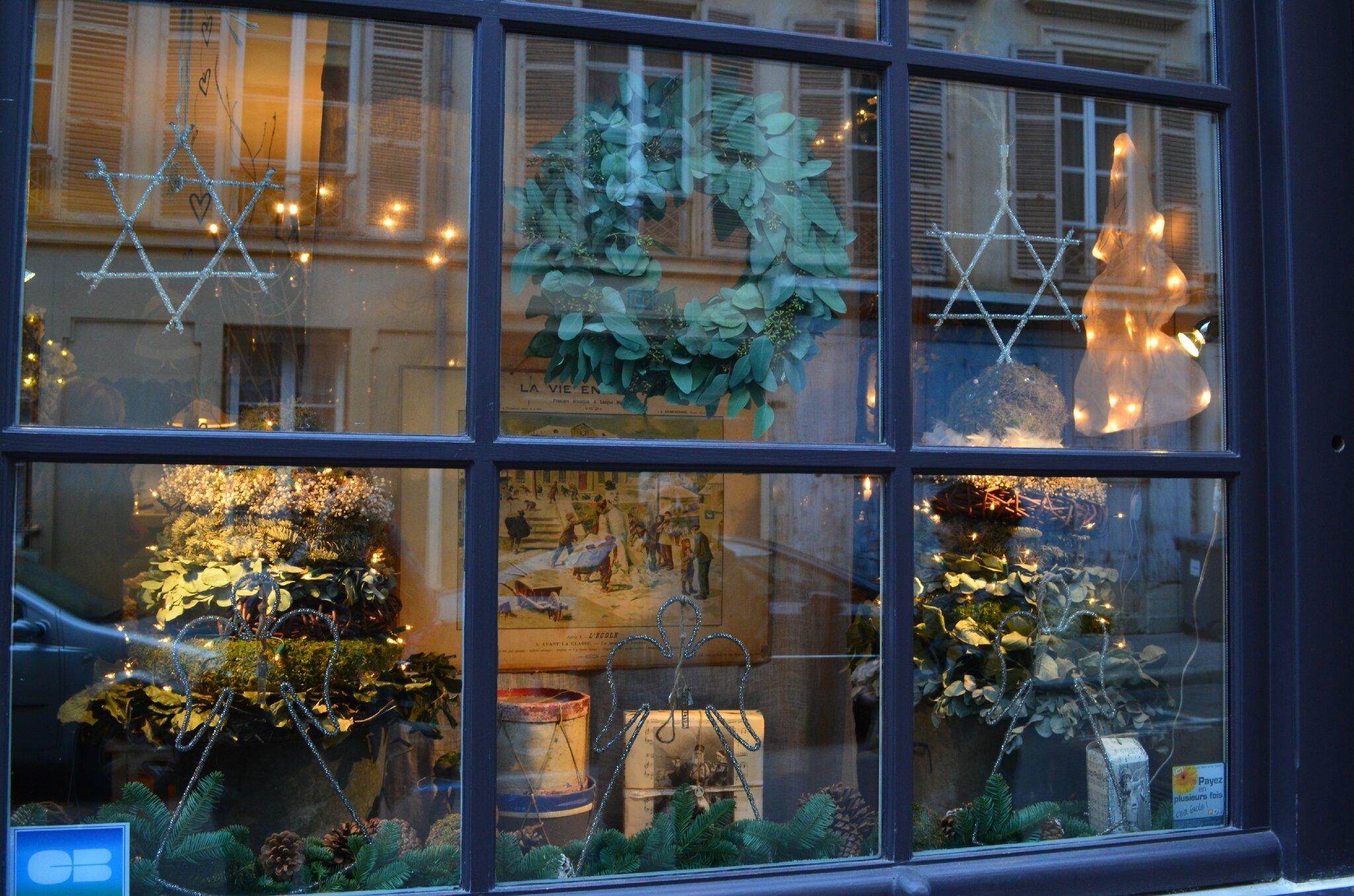 Boutique de charme l 39 armoire de camille a versailles une fee d 39 hiver - Deco jardin noel versailles ...