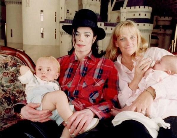 Michael-and-his-family-at-Neverland-michael-jackson-30554061-598-468